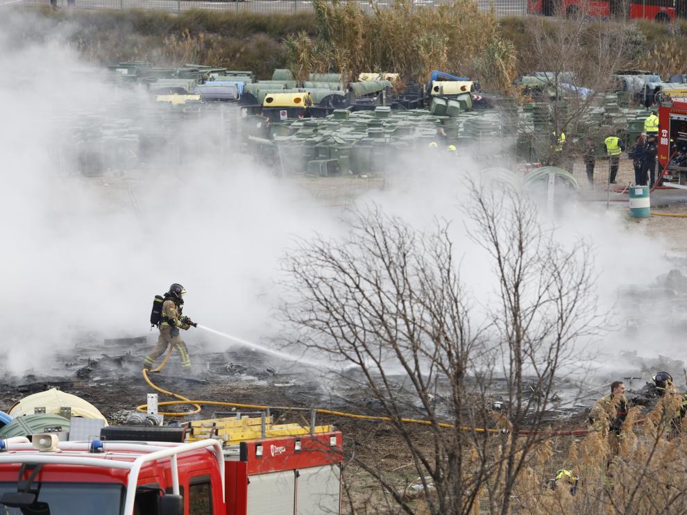 Incendio en el depósito de contenedores de FCC en Zaragoza