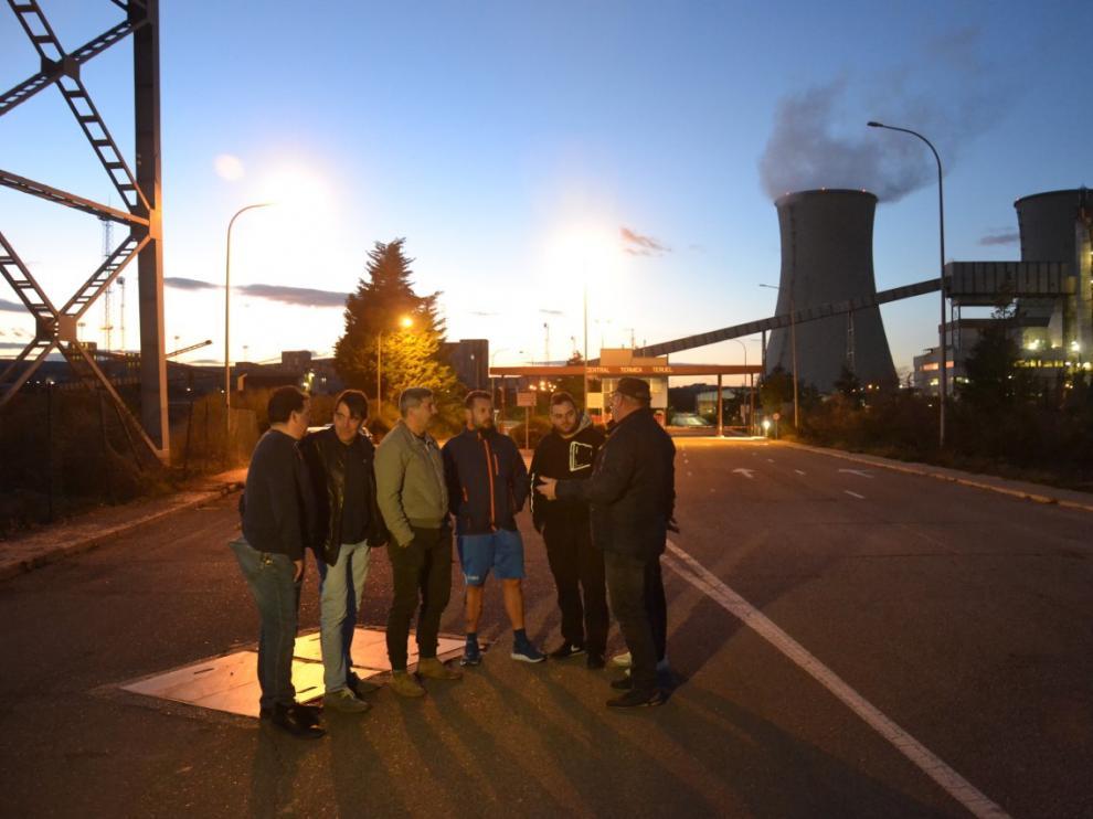 Los trabajadores de la térmica, horas antes de que la planta detuviera su producción