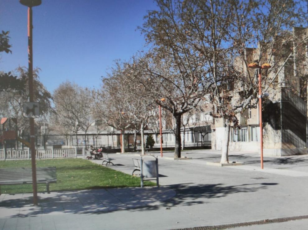A la izquierda, el terreno en el que se construirá la ampliación del ayuntamiento.
