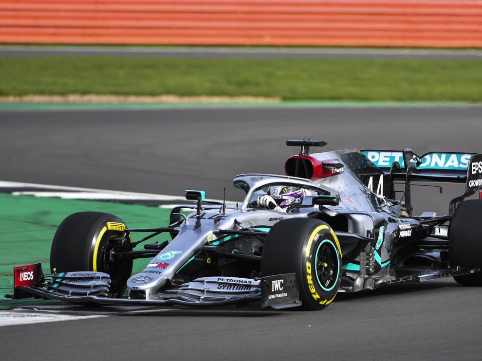 El coche fue desvelado en una sesión realizada en el circuito de Silverstone,