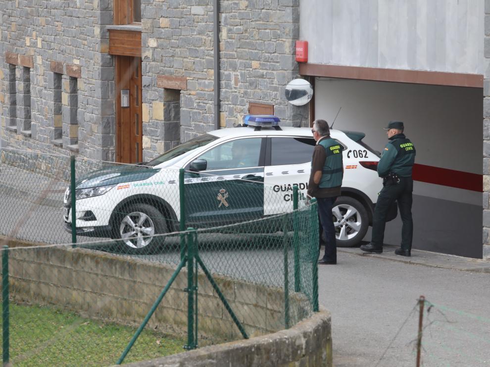 La Guardia Civil traslada a Broto a la exnovia del joven acuchillado para la reconstrucción del suceso