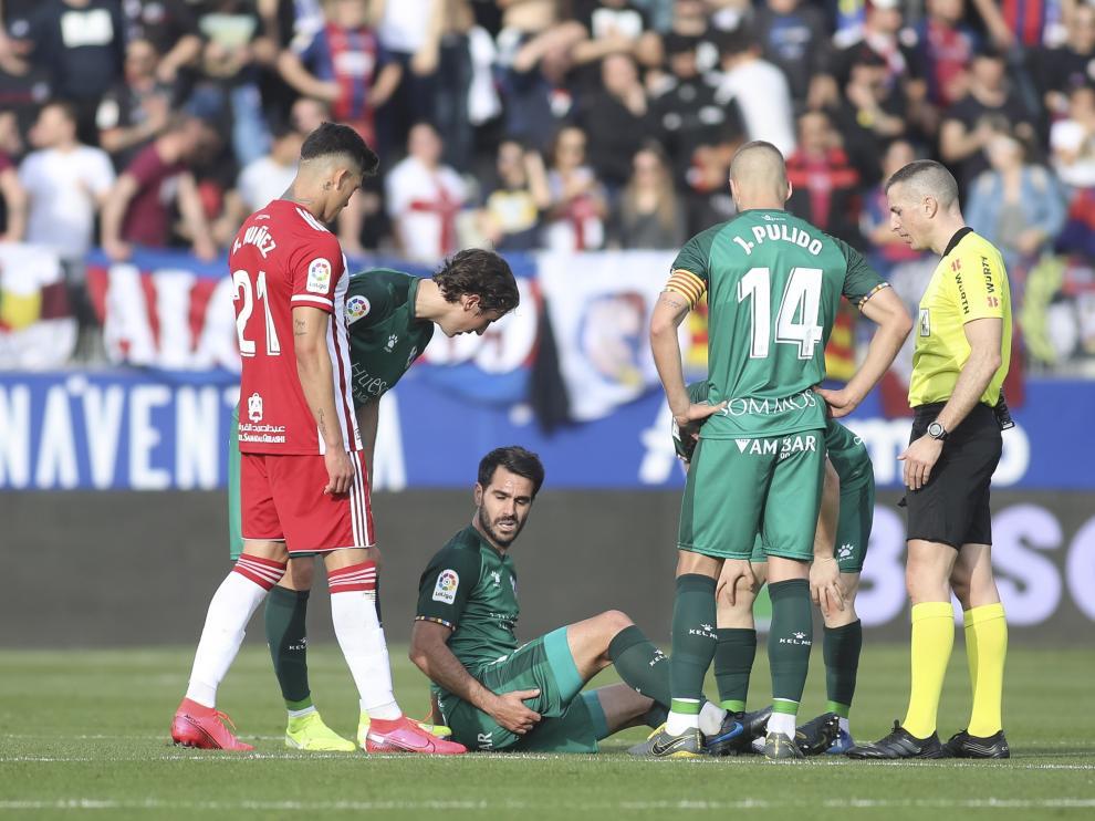 Pablo Insua, lesionado en el partido con el Almería