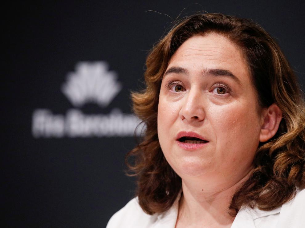 La alcaldesa de Barcelona, Ada Colau, habla en una conferencia para debatir la cancelación del Mobile World Congress.