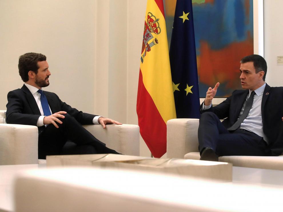 Reunión entre Casado y Sánchez en La Moncloa
