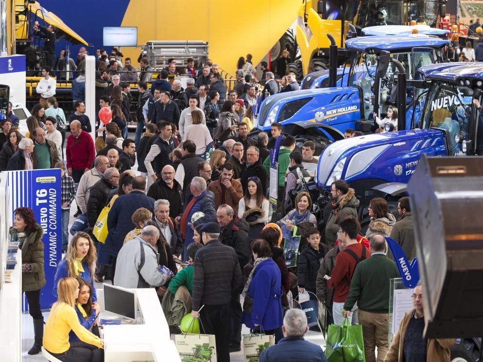 Numerosos visitantes en uno de los pabellones de FIMA en la edición de 2018