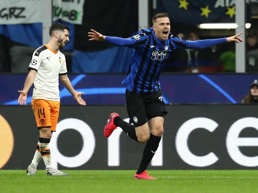 Ilicic celebra uno de los goles con los que el Atalanta ha superado al Valencia.