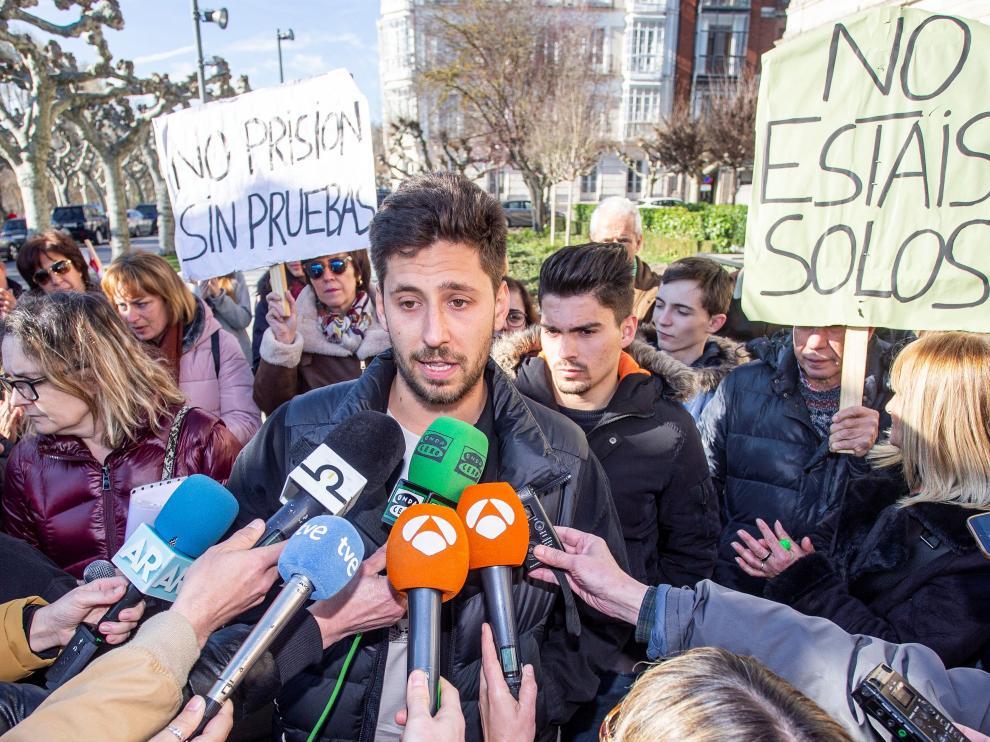 Los condenados por el caso Arandina, a su salida este lunes de la Audiencia Provincial de Burgos.