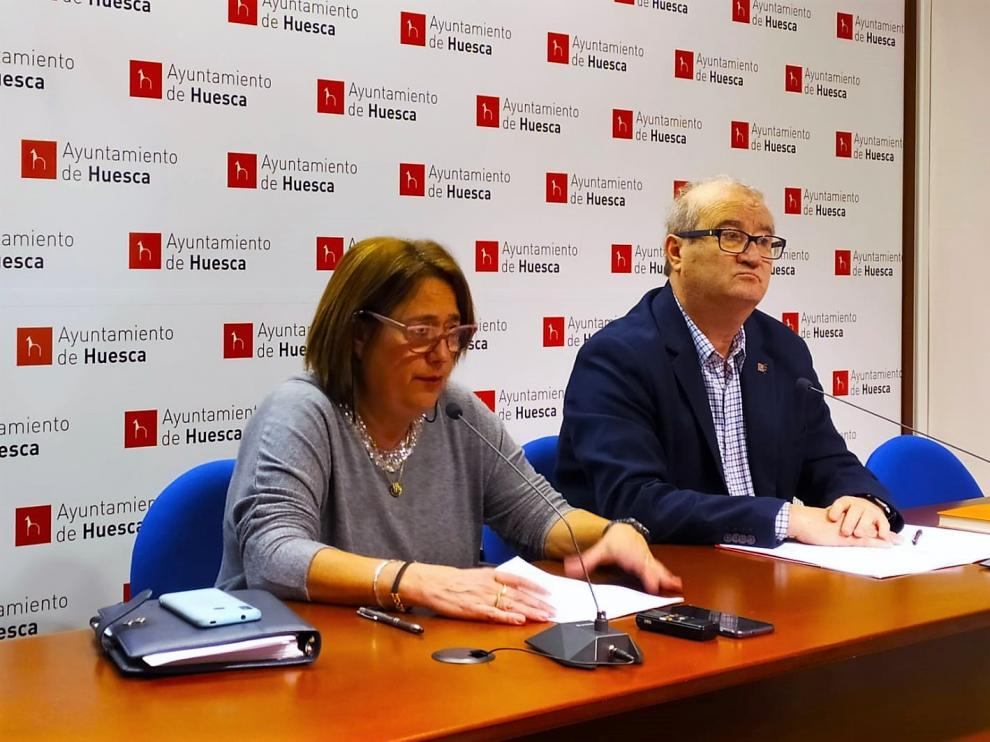 Rosa Gerbás y José María Romance durante la rueda de prensa sobre el área de Contratación