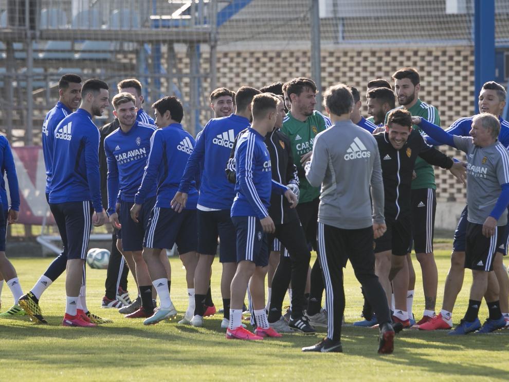 Cristian Álvarez, en el entrenamiento de este martes en la Ciudad Deportiva en una piña junto a sus compañeros.