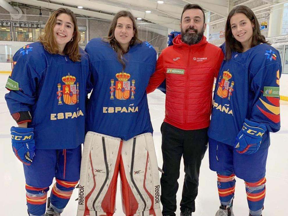 En la foto, de izquierda a derecha, aparecen Victoria Serrano, Julia Embid, Raúl Liébana y Paula Moreno, en el anterior Mundial, que se diputó en Gran Bretaña en abril del pasado año