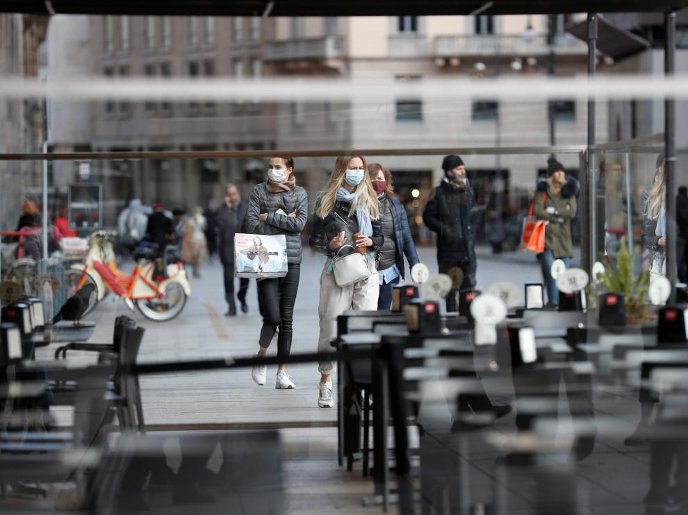 A view of an empty bar near Duomo square, as a coronavirus outbreak continues to grow in northern Italy, in Milan, Italy, February 26, 2020. REUTERS/Yara Nardi [[[REUTERS VOCENTO]]] CHINA-HEALTH/ITALY