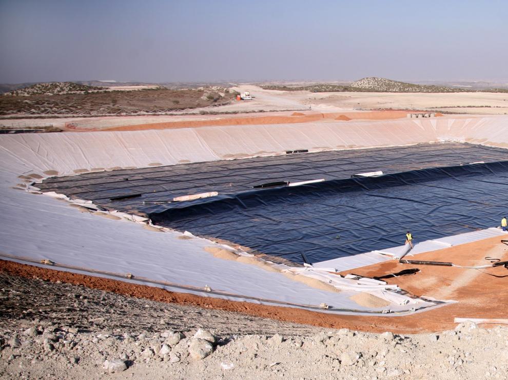 Imagen del vertedero de residuos peligrosos de Torrecilla en 2008, cuando estaba a punto de terminarse.