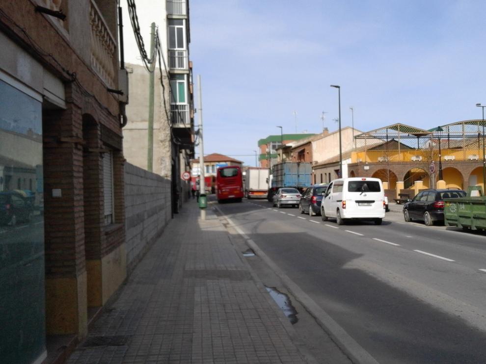 Un adelantamiento a los camiones parados a la espera de entrar en la Montañanesa.