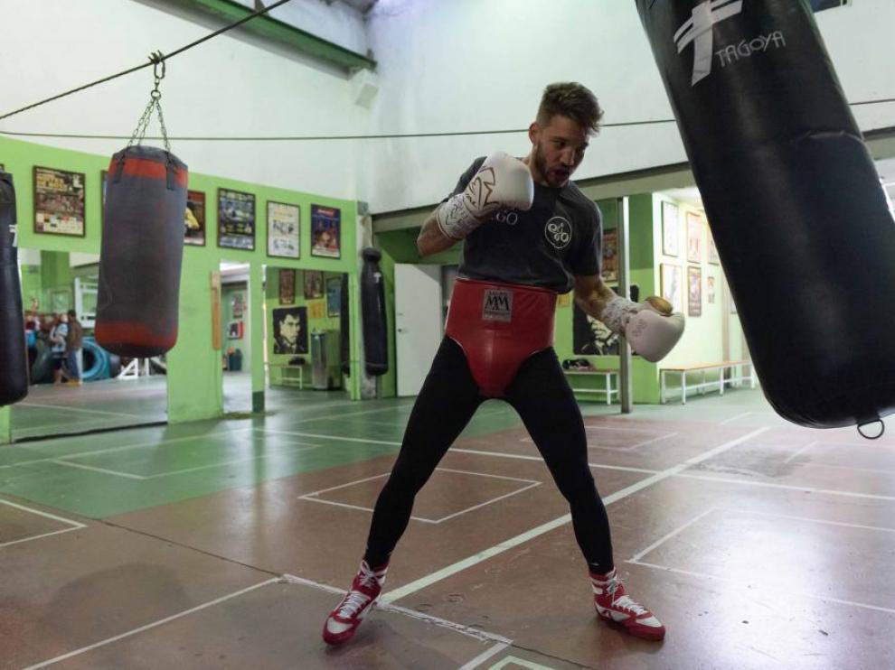 El boxeador Ezequiel Budría en un gimnasio de Zaragoza.