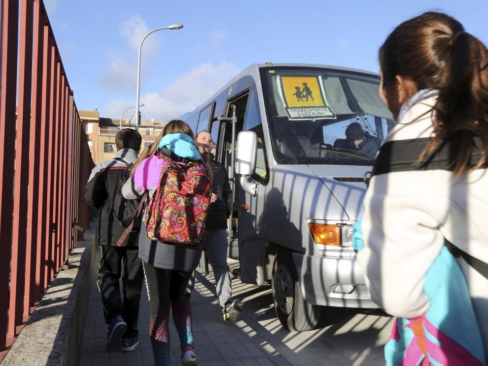Transporte escolar en Ayerbe /Foto Rafael Gobantes / 13-1-17 [[[HA ARCHIVO]]]