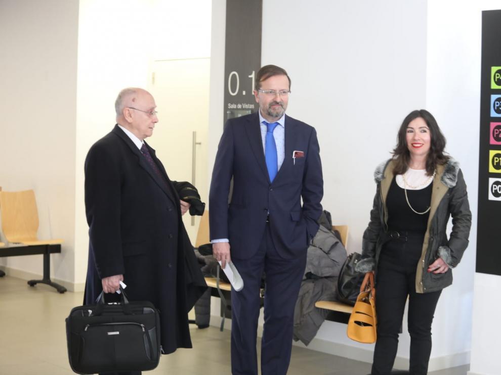 Los abogados Luis Marín (acusación particular), José Luis Vivas (defensa) y María Gabasa (defensa) habían acudido este jueves al sorteo de la preselección del jurado.