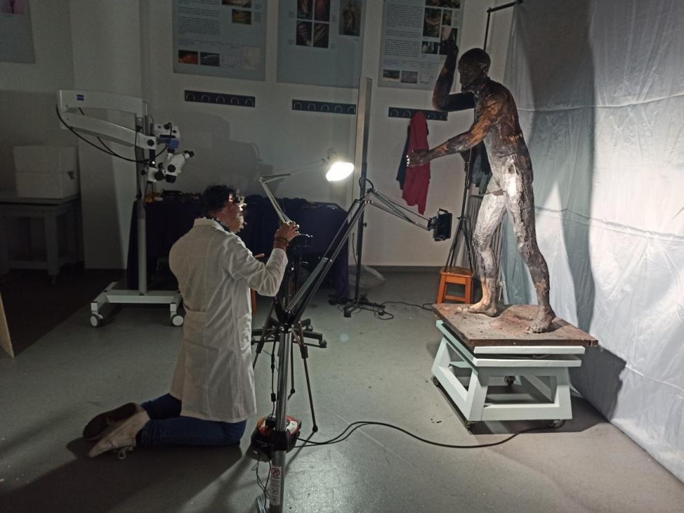 La talla quemada va a ser restaurada por un equipo de la Universidad de Sevilla.