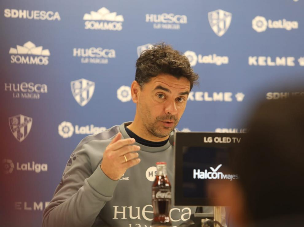 Míchel, durante la comparecencia de prensa de este viernes en El Alcoraz.