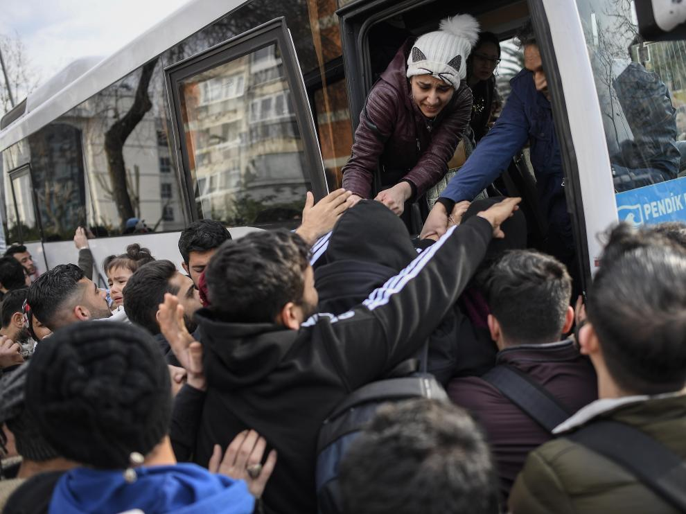 Syrian refugees leave from Istanbul