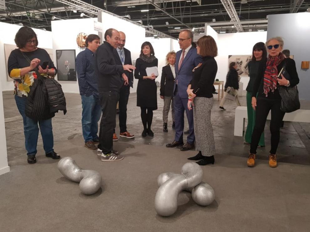 La delegación aragonesa, durante su visita a la feria de arte contemporáneo.