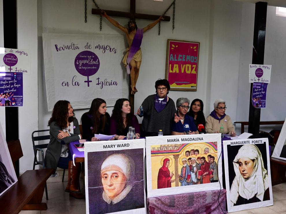 Mujeres de la Iglesia católica, durante la convocatoria de la protesta.
