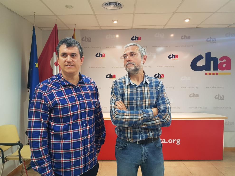 Joaquín Palacín, presidente de CHA, junto a José Ramón Ceresuela, nuevo secretario territorial en Huesca.