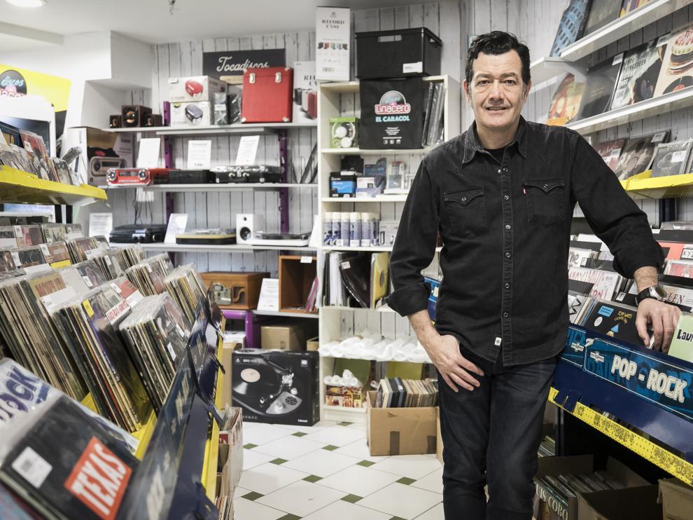 Luis Linacero, toda una vida dedicada a los discos.