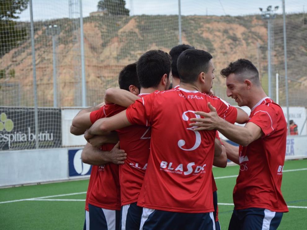 Los jugadores del Fraga celebran uno de los goles del día de ayer.