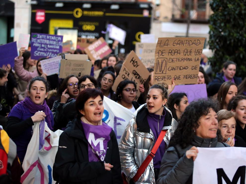 Manifestación del 8-M en las calles de Huesca.
