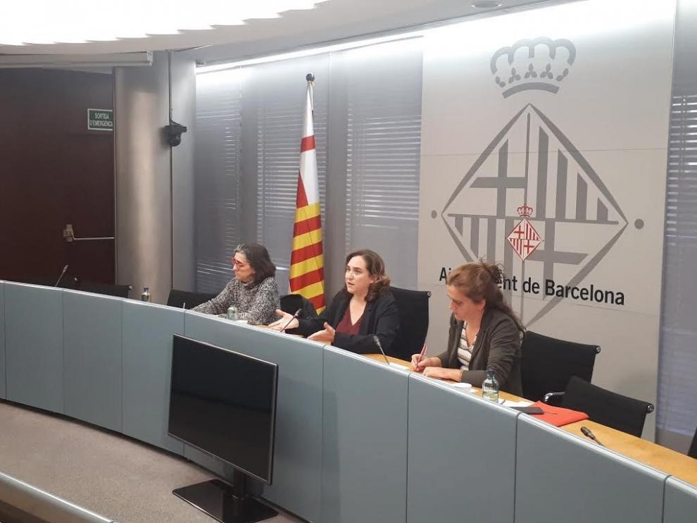 La alcaldesa de Barcelona, Ada Colau, en una comisión celebrada este martes por el coronavirus en Barcelona.
