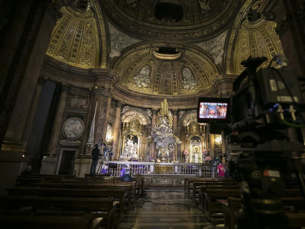 La basílica del Pilar se convirtió este domingo en un improvisado plató de televisión.