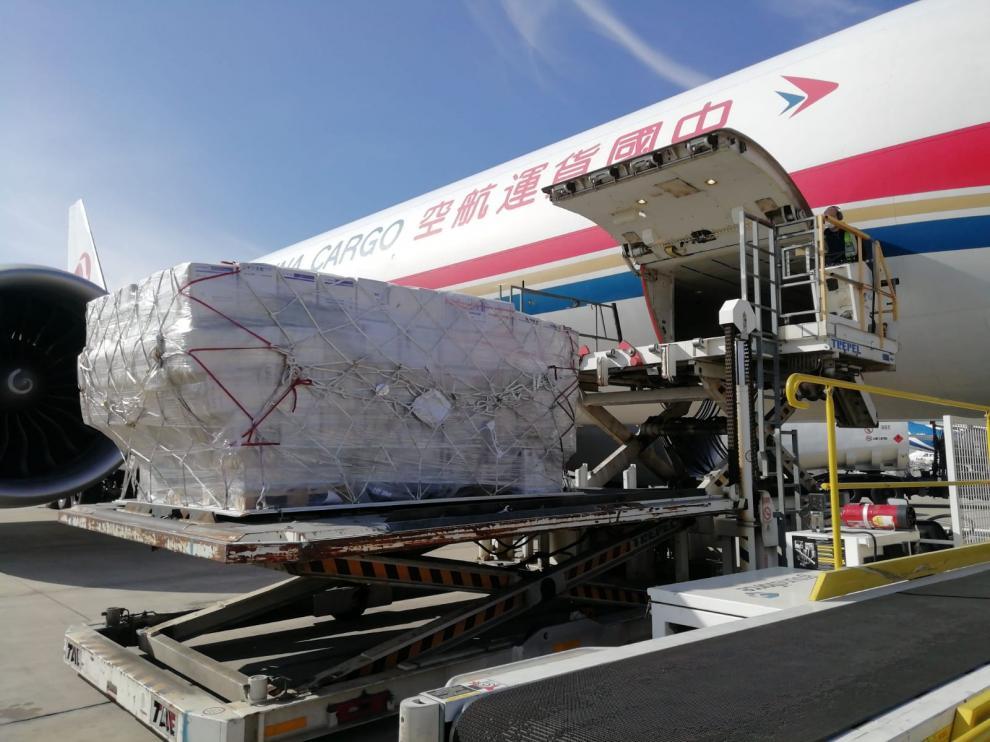 El envío, antes de despegar desde Shanghái en dirección a Zaragoza.