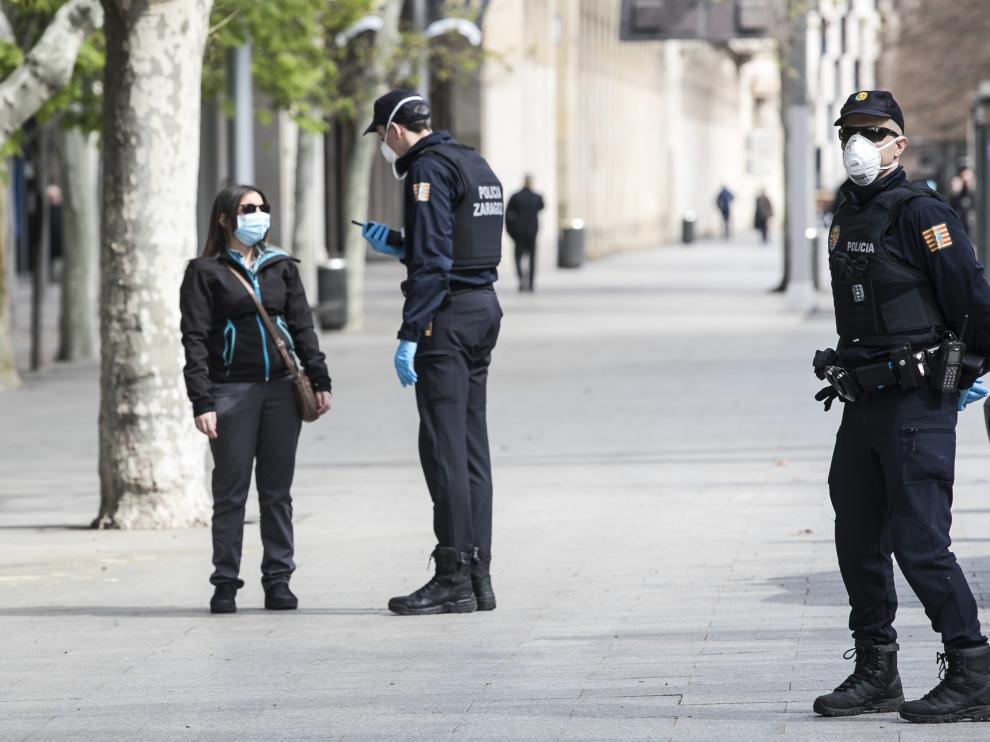 Las Fuerzas y Cuerpos de Seguridad incrementan estos días su presencia en calles, vías y carreteras para evitar desplazamientos no permitidos