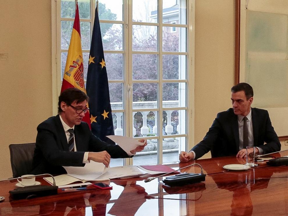 Pedro Sánchez y el ministro de Sanidad, Salvador Illa, este sábado durante la reunión del Comité Científico del COVID-19.