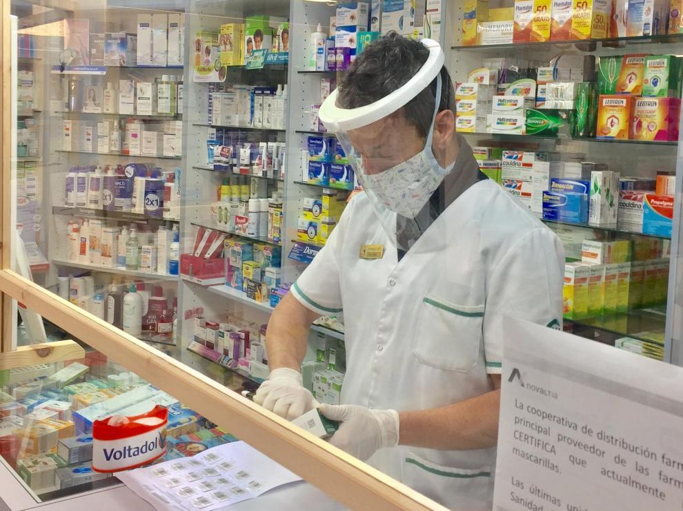 En la farmacia Mingarro de Huesca, y en otras, ya utilizan estas pantallas.