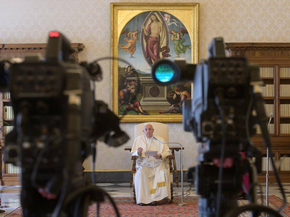 El Papa celebra su audiencia de los miércoles en 'streaming' desde su residencia en el Vaticano.