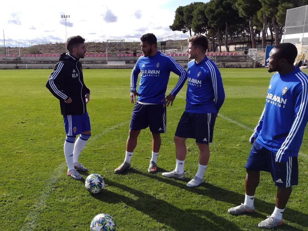 El 'gamer' Dj Mario charla con Luis Suárez, Guti e Igbekeme en la Ciudad Deportiva.
