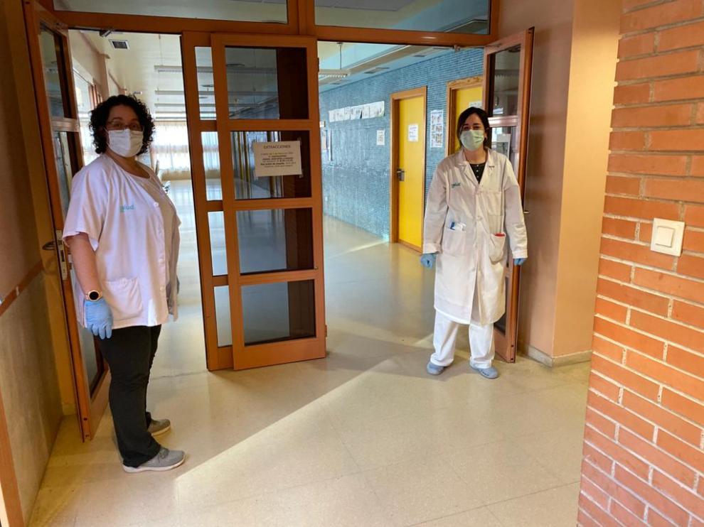 Una imagen del personal sanitario protegido con mascarillas en el Centro de Salud de Utebo.