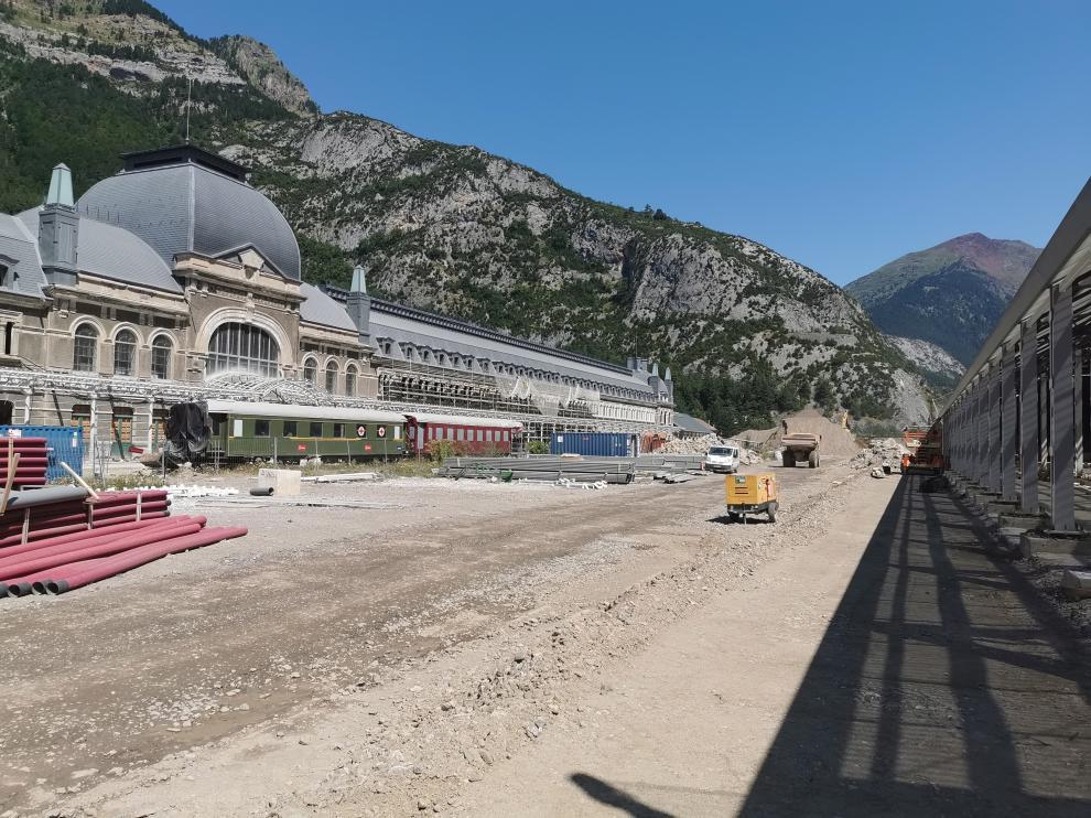 Explanada de la estación de Canfranc.