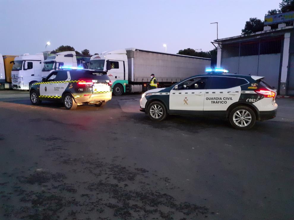La Guardia Civil auxilia a un camionero con síntomas del coronavirus