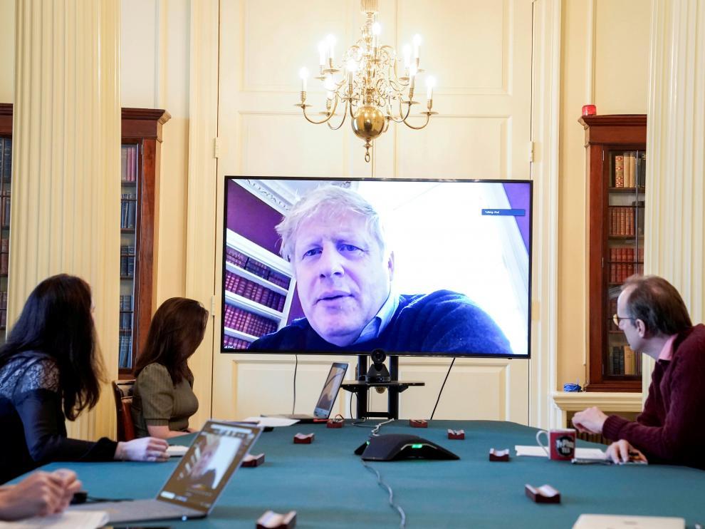 Boris Johnson, este sábado, en una conferencia desde su casa, donde esta en cuarentena al haber dado positivo en coronavirus.