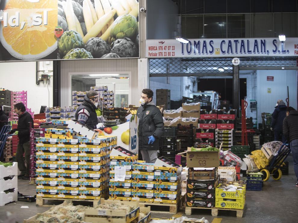 Imagen de la nave de fruta y verduras de Mercazaragoza de esta semana.