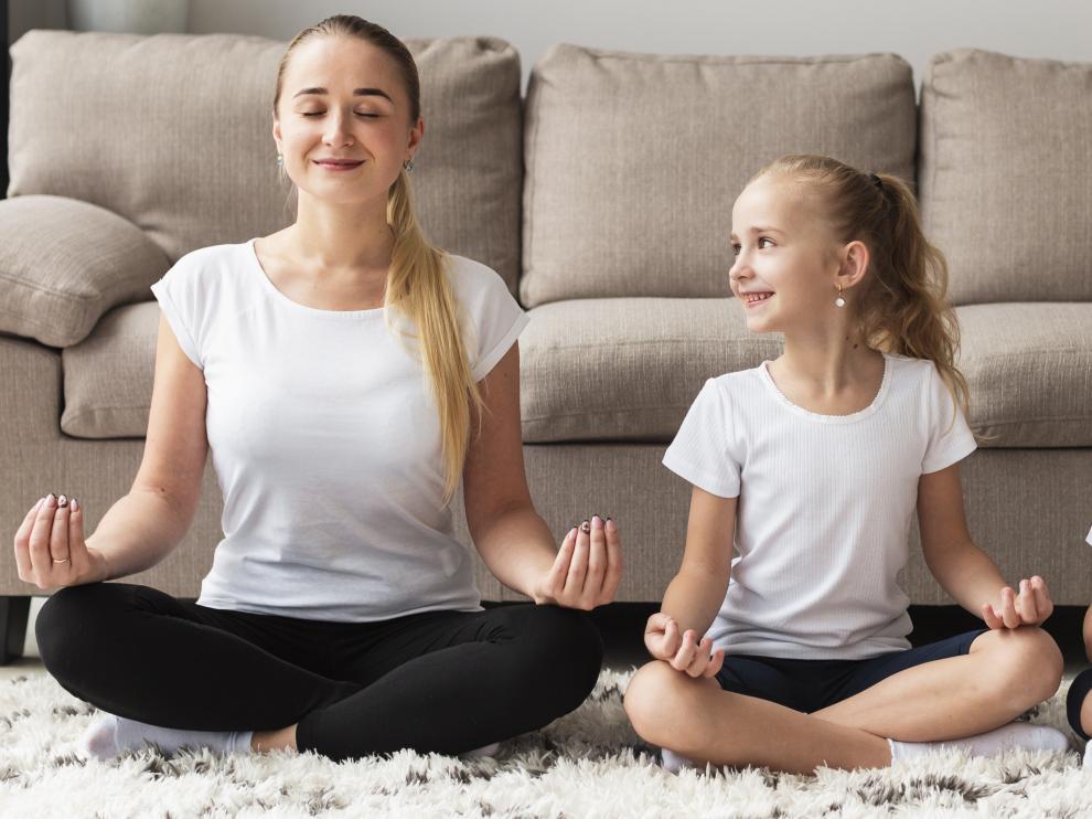 El yoga es una buena forma de reforzar los vínculos dentro de la familia.