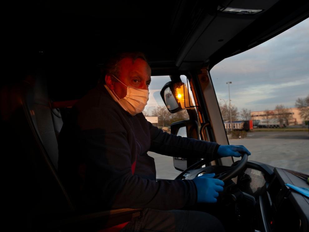 El trabajo de Mounir Meydu, chófer de Frio Aragón, es incesante estos días