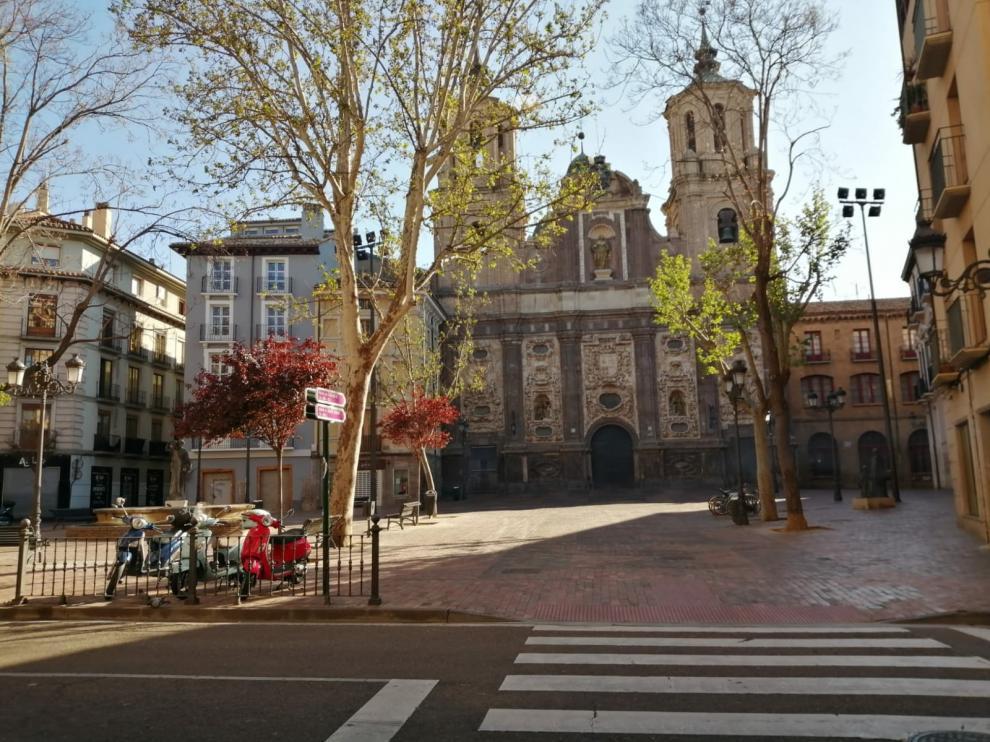 La iglesia de San Cayetano de Zaragoza, en estos momentos, cuando tenía que estar saliendo la procesión de inicio de la Semana Santa.