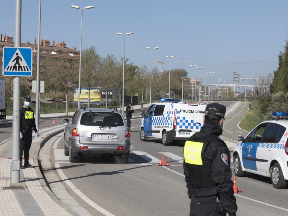La Policía Local en un control en el interior de la ciudad.