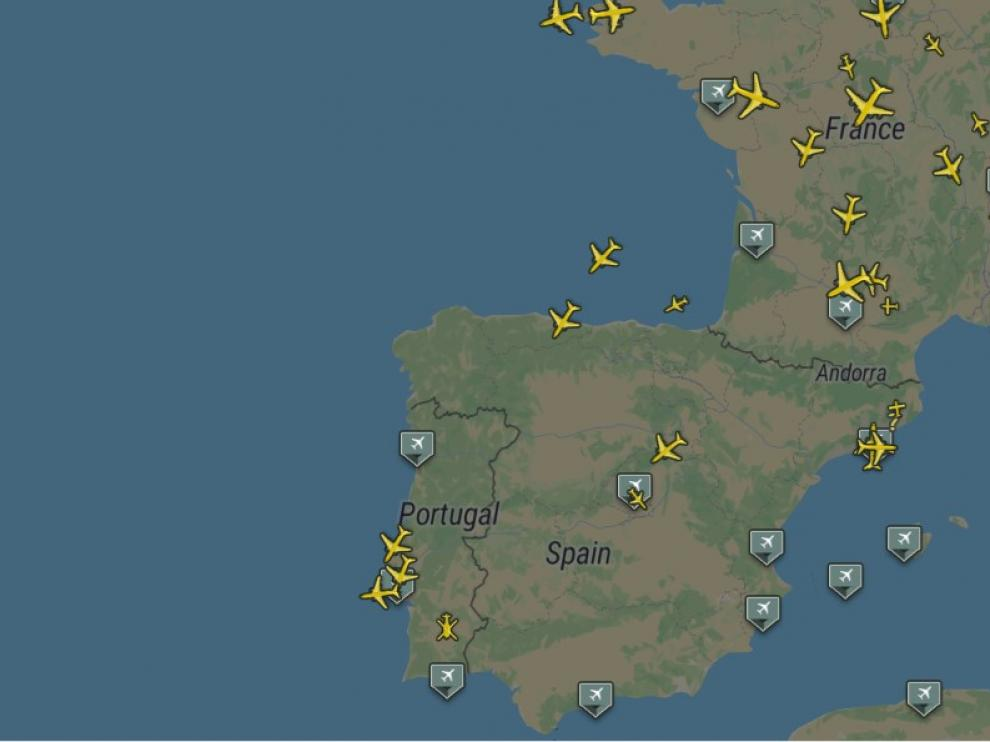 Aviones sobrevolando España este lunes.