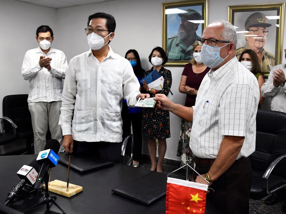 China dona a Cuba 200.000 dólares y material de salud para tratar el COVID-19