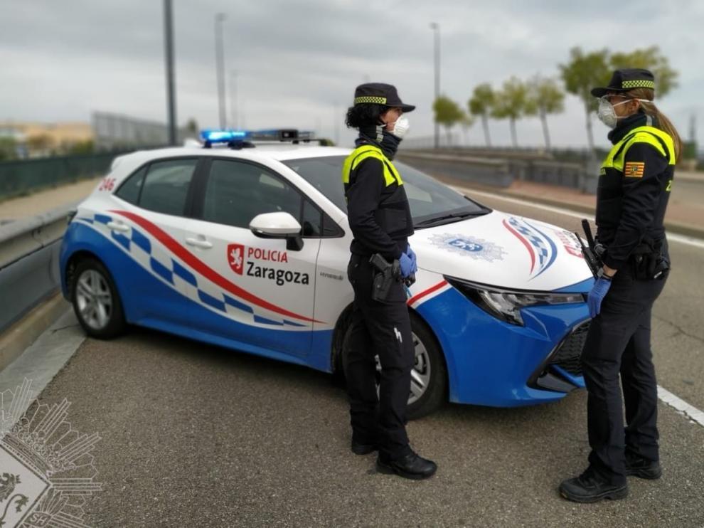 Mujeres policía con mascarilla de la Policía Local de Zaragoza