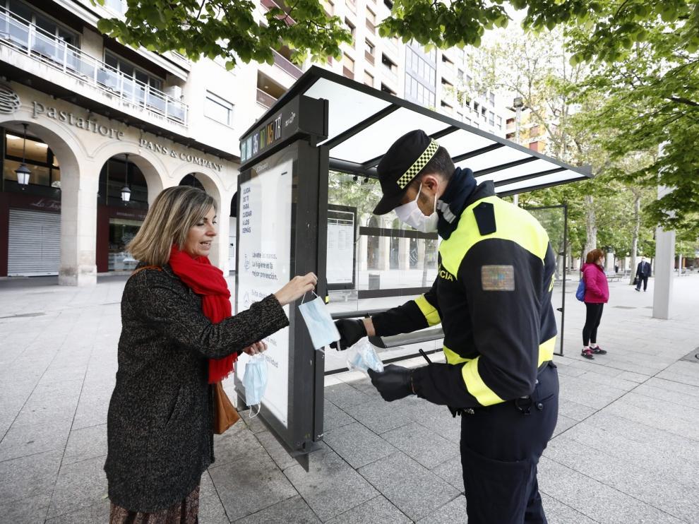 Reparto de mascarillas en Zaragoza